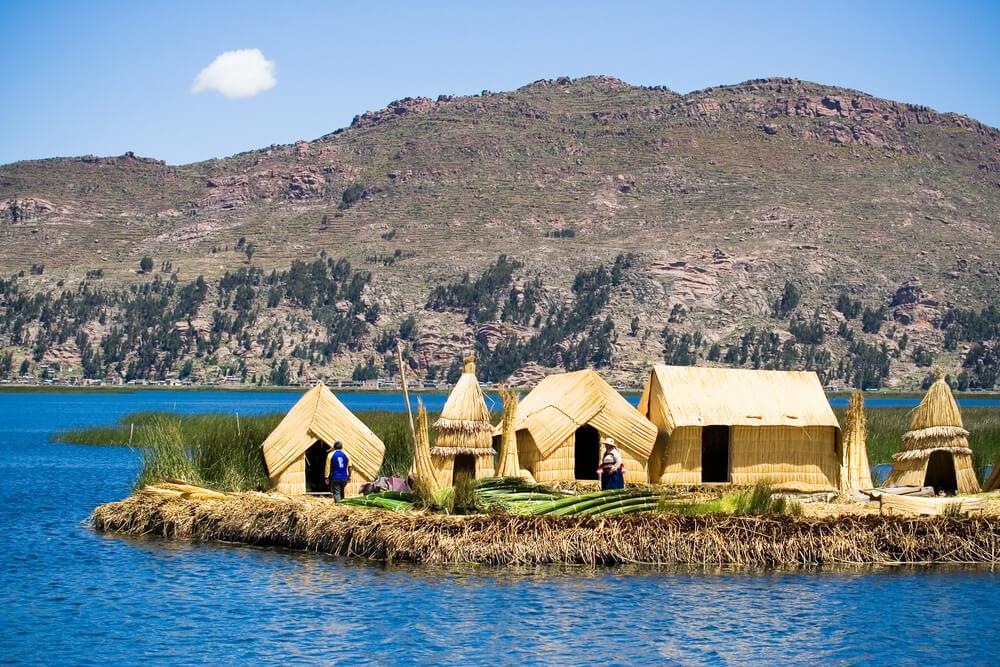 floating-islands-of-uros-peru